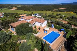 2 +1 bed villa with pool and in quiet location near...